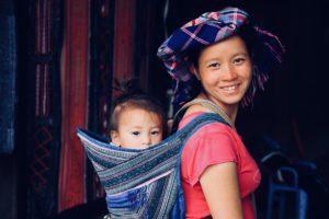 Chan, notre guide, avec sa fille de 2 ans